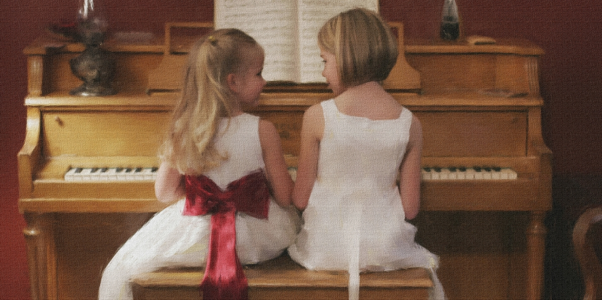 Sister portraits, little girl portraits, girls at the piano